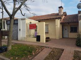 Foto Casa en Venta en  City Bell,  La Plata  calle al 400