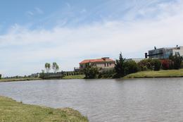 Foto Terreno en Venta en  La Providencia,  Countries/B.Cerrado (Ezeiza)  Venta - Lote al lago en La Providencia
