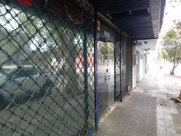 Foto Local en Venta en  Tres Cruces ,  Montevideo  Tres Cruces