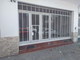 Foto Local en Alquiler en  Pichincha,  Rosario  Güemes  al 2600