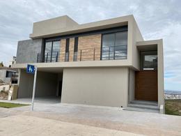 Foto Casa en Renta en  San Luis Potosí ,  San luis Potosí  CASA EN EN RENTA EN RESIDENCIAL DEL ROBLE, SAN LUIS POTOSI