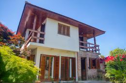 Foto Casa en Venta en  City Bell,  La Plata  471 esquina 15A - City Bell