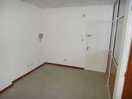 Foto Oficina en Venta en  Área Centro Este ,  Capital  Irigoyen 332