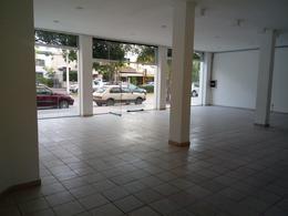 Foto Local en Alquiler en  Villa Dolores,  San Javier  Salon Comercial en Avenida San Martin 351