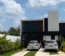 Foto Casa en Renta en  Hacienda Xcanatun,  Mérida  Renta Casa o Town House con jardín en privada con amenidades-La Ceiba