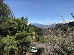 Foto Casa en Venta en  Piedades,  Santa Ana  Casa independiente en Santa Ana con amplio jardín y vista