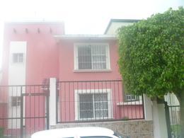 Foto Casa en Venta en  Coatepec Centro,  Coatepec  Casa en venta en Coatepoec Veracruz Fraccionamiento Santa Rosa,  cochera patio y 3 recamaras