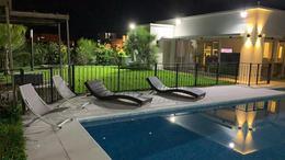 Foto Casa en Venta | Alquiler en  Terralagos,  Countries/B.Cerrado (Ezeiza)  Venta con renta - Casa con vista a la laguna en Terralagos