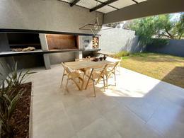 Foto Casa en Venta en  Cerro De Las Rosas,  Cordoba Capital  Reciclada y Moderna! 3 dorm, quincho y patio - A 50 mts de Tejeda