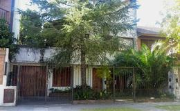 Foto Casa en Venta en  Adrogue,  Almirante Brown  FERRARI nº 147, entre Cto. Bernardi y 30 de Septiembre
