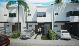 Foto Casa en condominio en Venta en  Cancún Centro,  Cancún  Casa nueva en pre-venta Av. Huayacan