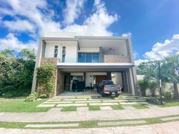 Foto Casa en Venta en  Solidaridad ,  Quintana Roo  ESPECTACULAR CASA EN ALTA ZONA DE PLUSVALIA EN PLAYA DEL CARMEM   3 HAB  ALBERCA CON CASCADA