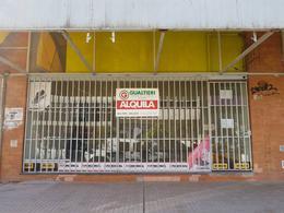 Foto Local en Alquiler en  Área Centro Este ,  Capital  LA PAMPA al 300. Local Comercial en Alquiler