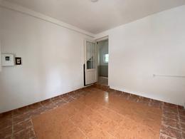 Foto Apartamento en Alquiler en  La Comercial ,  Montevideo  Emilio Reus  al 2400