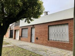 Foto Casa en Alquiler en  Monte Grande,  Esteban Echeverria  Echeverria al 500