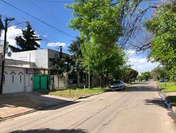 Foto PH en Venta en  La Plata ,  G.B.A. Zona Sur  42 142 y 143