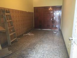 Foto Casa en Venta en  Castelar,  Moron  Cadiz al 3100