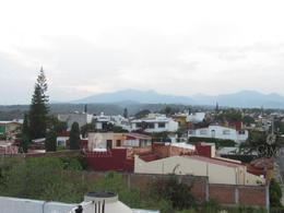 Foto Casa en Venta en  Lomas de Tetela,  Cuernavaca  VENTA CASA SOLA CON VIGILANCIA - V140