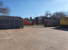Foto Depósito en Alquiler en  Maroñas ,  Montevideo  Veracierto prox Camino Carrasco, 1640 m2 , vig 24hs, baños, explanada de contenedores!!