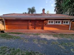 Foto Casa en Alquiler en  Bella Vista,  Santisima Trinidad  Alquilo Residencia De 6 Dormitorios En Zona Club Centenario