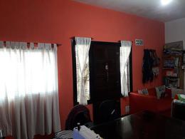 Foto Casa en Venta en  Moron ,  G.B.A. Zona Oeste  Castelli al 900