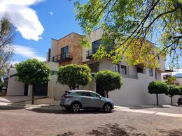 Foto Casa en Venta en  Jardines en la Montaña,  Tlalpan  Hermosa casa en Jardines de la Montaña