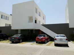 Foto Departamento en Renta en  Juriquilla Santa Fe,  Querétaro  RENTA CASA DUPLEX EN CONDOMINO EL RESPIRO JURIQUILLA STA FE
