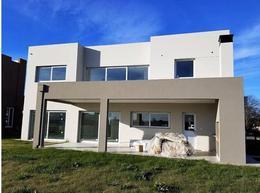 Foto Casa en Venta en  Greenville Polo & Resort,  Berazategui  Greeville