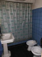 Foto Casa en Venta en  Lomas De Zamora ,  G.B.A. Zona Sur  Arenales 131