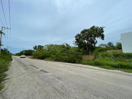Foto Terreno en Venta en  Temozon Norte,  Mérida  Terreno en calle pavimentada con servicios-Temozón Norte