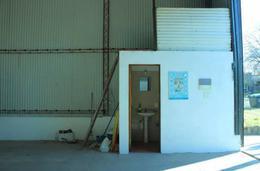 Foto Depósito en Alquiler en  Colonia del Sacramento ,  Colonia  Depósito  de 80 mts2 y baño