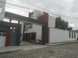 Foto Casa en Venta en  Rumiñahui ,  Pichincha  Casa  por estrenar  Conjuto Los viñedos Sector San Nicolas