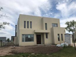 Foto Casa en Venta en  Araucarias,  Puertos del Lago  Lote al 200