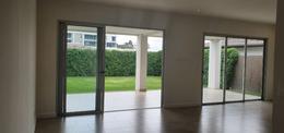 Foto Casa en condominio en Venta en  San Rafael,  Escazu  Escazú /Moderna/ Una planta/ 4 habitaciones/Jardín/Buena ubicación