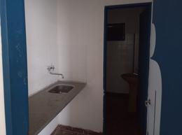 Foto Local en Alquiler en  Tolosa,  La Plata  528 E/ 11 y 12