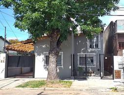 Foto PH en Venta en  Villa Adelina,  San Isidro  Lamadrid al 2300