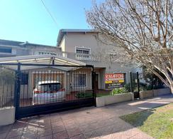Foto Casa en Venta en  Adrogue,  Almirante Brown  Cordero 93