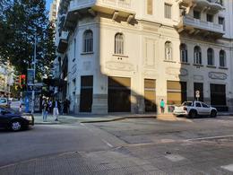 Foto Local en Alquiler en  Centro (Montevideo),  Montevideo   18 DE JULIO ESQ J. HERRERA, LA MEJOR ESQ COMERCIAL