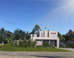 Foto Casa en Venta en  Carrasco ,  Montevideo  Casa en PH, 3 dormitorios, jardín con parrillero y cocheras