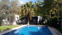 Foto Casa en Venta en  Highland Park,  Countries/B.Cerrado (Pilar)  Encantadora casa sobre 1370m2 de jardín con parrilla y pileta |Highland Park C.C.