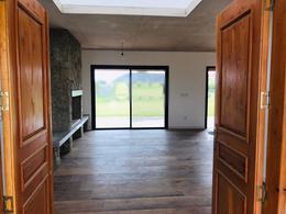 Foto Casa en Venta en  Mirador de La Tahona,  Countries/B.Cerrado (Carrasco)  Impecable casa Mirador de la Tahona, para entrar!!