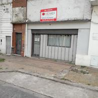 Foto Local en Venta en  La Plata ,  G.B.A. Zona Sur  Oportunidad - Local en La Plata - a Reciclar - 42 entre 1 y 2