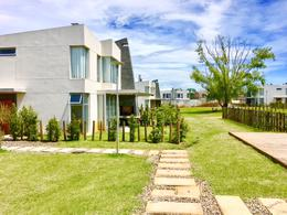 Foto Casa en Venta en  Carrasco Este ,  Canelones  Carrasco este