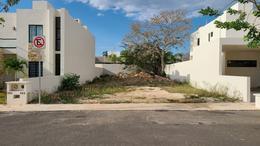 Foto Terreno en Venta en  Pueblo Cholul,  Mérida  Ultimo terreno disponible en privada Lunare.