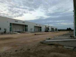 Foto Bodega Industrial en Renta en  Pueblo Tixcacal Opichen,  Mérida  Bodegas Industriales (tipo grado alimenticio) de 2500  m², sobre Periférico Poniente, con rampa de acceso a las bodegas, oficinas, baños.