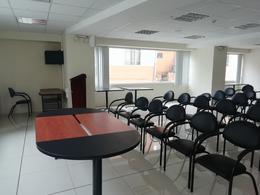 Foto Oficina en Venta en  La Carolina,  Quito  AV. REPÚBLICA - CERCA A LA AV. 10 DE AGOSTO LINDA Y LUMINOSA OFICINA DE VENTA DE 53 m2