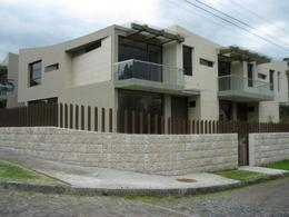 Foto Casa en Venta en  Los Chillos,  Quito  Club Los Chillos, Rodeado De Hermosas Áreas Verdes, Moderna Casa