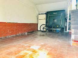 Foto Casa en Venta en  Pocitos ,  Montevideo  Hermosa residencia , gran presencia sobre Avenida