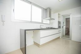 Foto Departamento en Alquiler en  Pocitos ,  Montevideo  EXCELENTE apartamento,   metros del mar