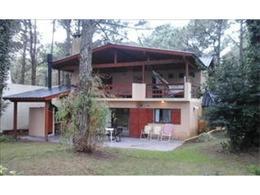 Foto Casa en Venta en  Costa Del Este ,  Costa Atlantica  Las Violetas al 441